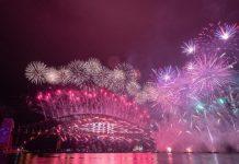 Skromnim proslavama završena 2020. godina, svijet se nada boljoj 2021.