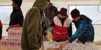 'Merhamet' i danas podijelio migrantima u Bihaću novi kontingent pomoći