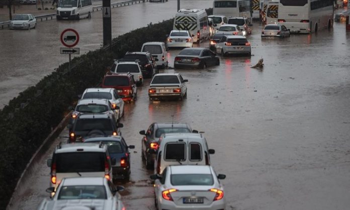Nevrijeme u Turskoj, poplavljene kuće i poslovni objekti u Izmiru i Manisi