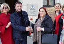 Mostarski gradonačelnik dijelio cvijeće svojim sugrađankama