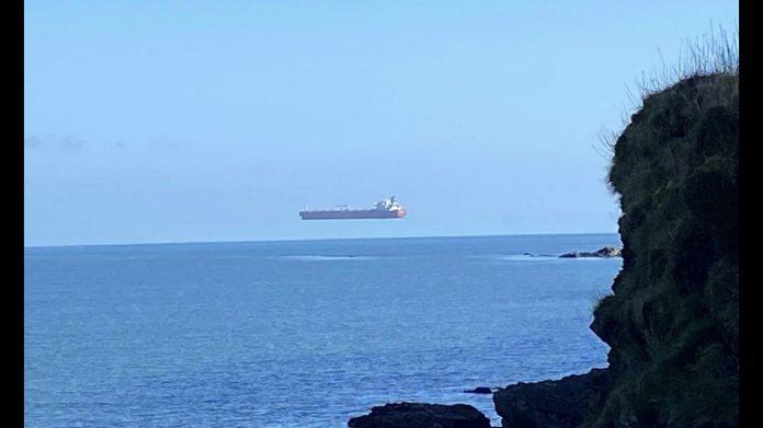 Kod obala Engleske snimljen brod koji lebdi iznad mora