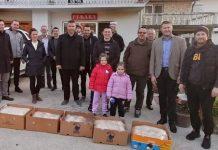 Banja Luka: Volonteri i porodica Memić tradicionalno dijele lepine postačima