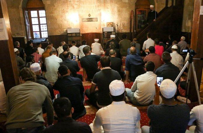 Beograd: Bajrakli džamija puna vjernika