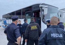 Izmješteni migranti iz napuštenih objekata na području Bihaća u centar 'Lipa'